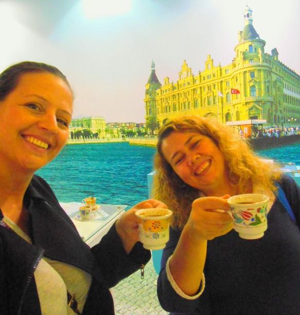 Janaina Leite e eu - o café de Istabul, que não é coado